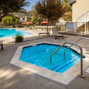 Community Pool & Jacuzzi